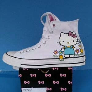 BRAND NEW CONVERSE HELLO KITTY SNEAKER